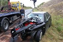 Nehoda Toyoty a Seatu  se stala v neděli dvacet minut po páté hodině ranní na silnici I/7 u Slaného nedaleko sjezdu Slaný-Kvíc.