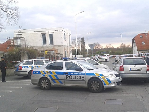 V pondělí ráno byla v ulici U Vodojemu postřelena žena.