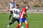 Vysoká (v červeném) přivítala nováčka Baník Švermov, který hrál hodinu o deseti, přesto vyhrál 3:0.