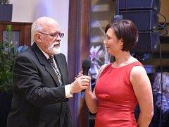 Ve Slaném pořádala v pátek ples nadace Mateřství.