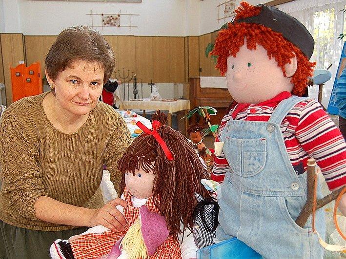 Miroslava Nováková se svými panenkami Hubertem a Mariánkou budou příští rok opět usilovat o mezinárodní ocenění.