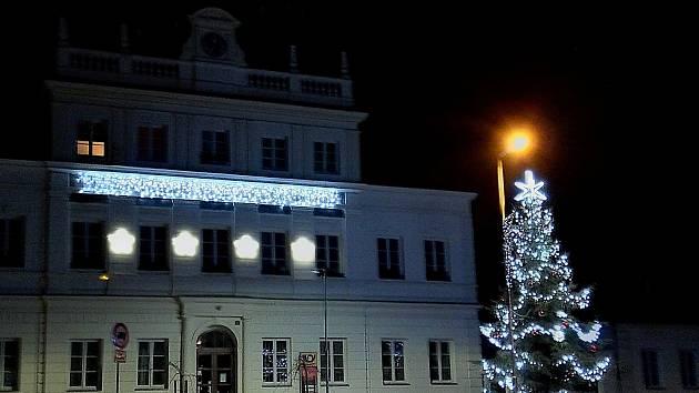 Libušínský vánoční strom, který byl zvolen nejkrásnějším stromem roku 2019.