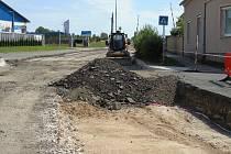 Práce na silnici v Malém Přítočně na dva týdny ustaly. Problémem je prý uložení sítí pod povrchem komunikace. Harmonogram prací to jistě naruší.