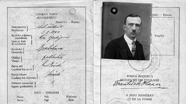 Cestovní pas Františka Haana platný ve 20. letech 20. století.