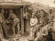 OPĚRNÝ BOD KÁŤA S KULOMETEM. V zákopech první světové války proti sobě bojovali u Zborova také Češi s Čechy.