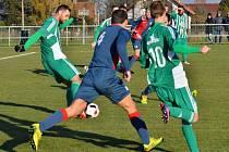 Hostouň (v zeleném) porazila doma Souš 2:1 na penalty. Šance Motlíka