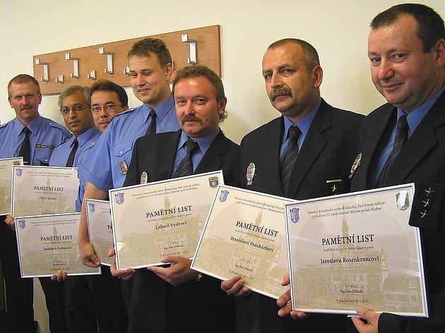 U Městské policie Kladno pracují tito lidé od jejího založení. Tři z vyznamenaných strážníků jsou ve vedoucích funkcích.