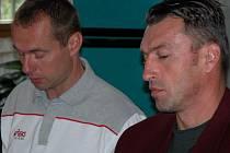 Jan Svoboda (vlevo) s Milanem Hadravou začali u týmu Kladna i minulou sezonu. Svobodu později nahradil Miroslav Nekola, po sezoně se ale vše vrátilo zpět do starých kolejí.