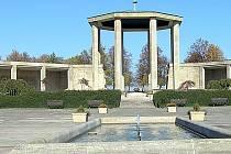 Památník v Lidicích je jednou z nejvýznamnějších připomínek osudů lidí za druhé světové války.