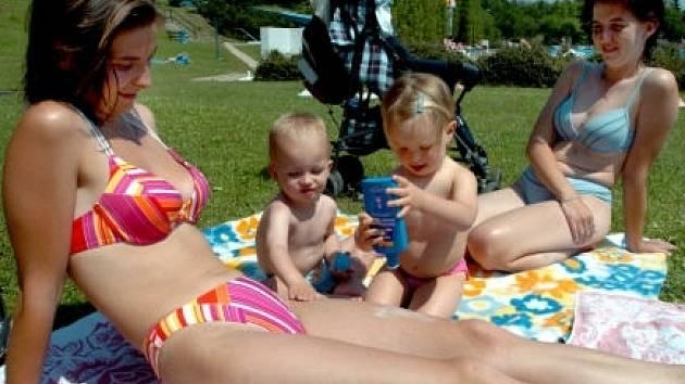 Návštěvnost venkovních bazénů může  být letos o mnoho vyšší než loni. Některá koupaliště možná budou otevírat dříve.