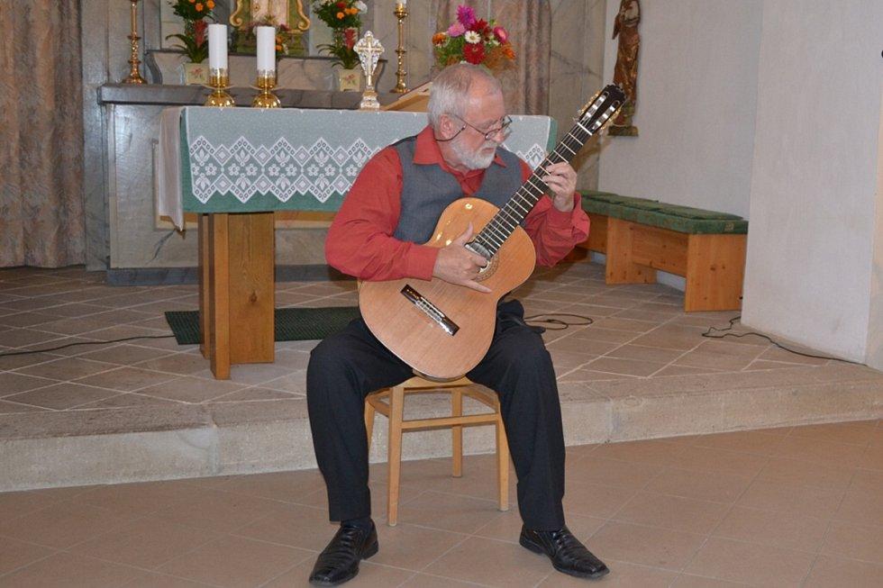 Snímky z vystoupení kytarového virtuosa Štěpána Raka.