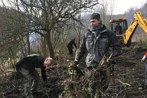 Z příprav bitevního pole v Libušíně, jež začaly už v únoru.