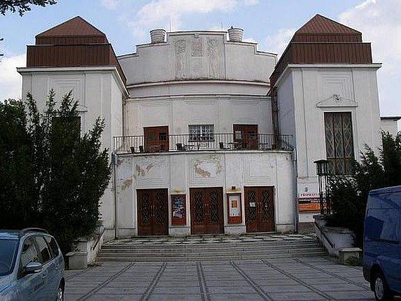 Podoba kladenského divadla před opravou