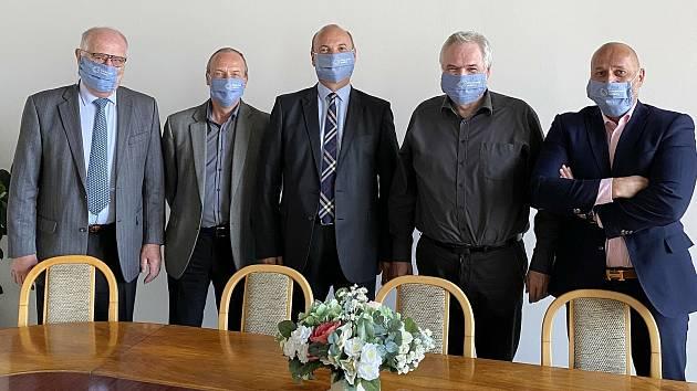 Primátor města Kladna Dan Jiránek s vedením ČVUT a ředitelem Středočeských vodáren.
