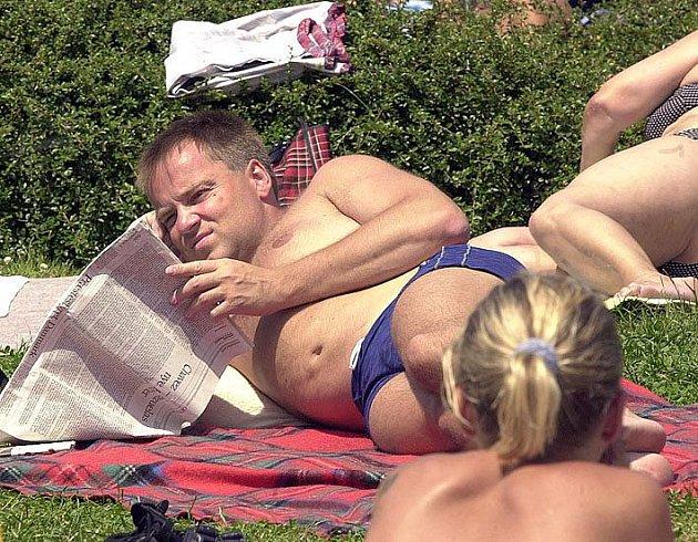 Návštěvníci koupaliště u Sletiště budou moci v létě při slunění zahánět dlouhou chvíli nejen četbou tištěných novin, ale i hledáním aktuálních zpráv na internetu, třeba na www.kladensky.denik.cz