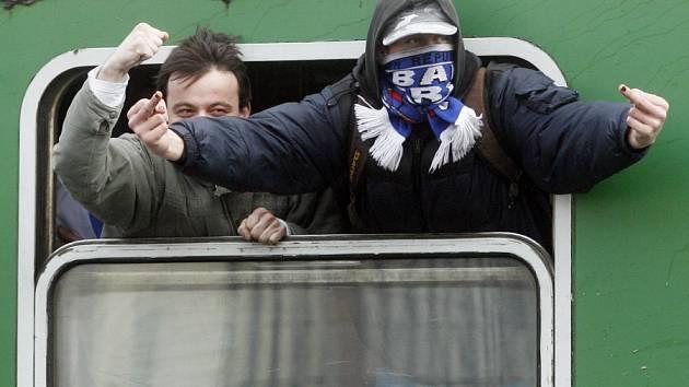 Výjezdy fanoušků Baníku Ostrava občas doprovázejí výtržnosti.