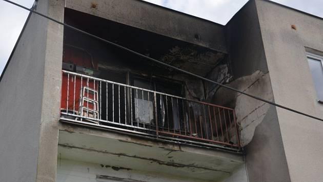 Nedopalek cigarety zapálil lodžii v domě ve Třebusicích.
