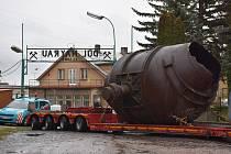 Náročná přeprava Thomasova konvertoru trvala několik hodin.