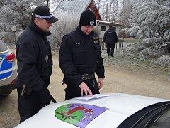 PŘI AKCI spolupracovali policisté s unhošťskými strážníky.