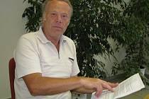 Antonín Śikýř bojuje proti libušínské střelnici oddílu Combat Kladno už roky. V poslední době se ale v bitevním poli coby odpůrce ocitá téměř sám. Na policii podal nyní trestní oznámení a pro pomoc se obrátil i na Kladenský deník.