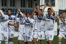 Hráči SK zdraví fanoušky // SK Kladno - FK Kolín 2:1 (0:0) , utkání 8.k. CFL. ligy 2012/13, hráno 29.9.2012