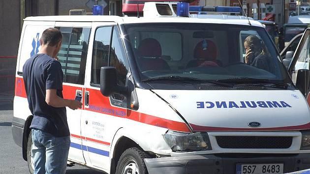 Řidič ambulance nedal pravděpodobně přednost v jízdě při odbočování