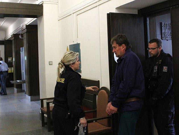 M.Š v květnu krátce po vraždě u kladenského soudu.