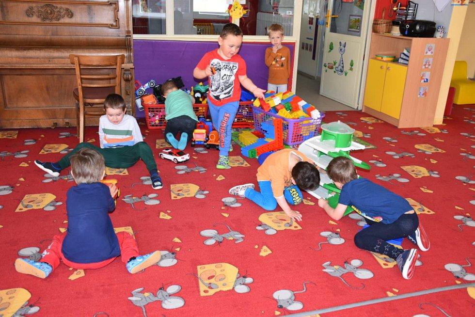Děti v mateřské škole v ulici Cyrila Boudy ve Slaném.