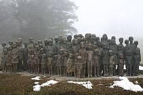 Dětské bronzové sousoší v Lidicích