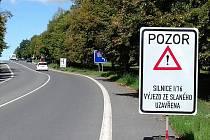 Řidiči, pozor! Silnice ze Slaného do Tuřan je uzavřena.