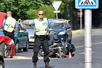 Nehoda motorky a osobního auta v pondělí odpoledne v Kladně-Kročehlavech