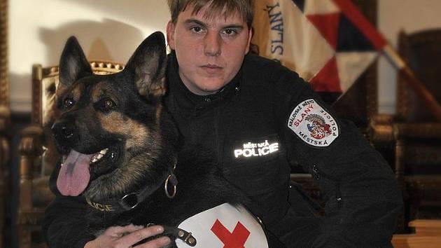 Slánský strážník - psovod František Škvrna s německým ovčákem Cifem ze Sovího mlýna