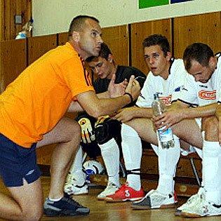 Trenér SK Kladno Petr Hlaváč své svěřence ke druhé ligové výhře nedovedl.