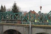 Zahájení opravy mostu přes Bakovský potok ve Velvarech, počátek února 2018