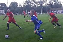 Velvary (v modrém) porazily Dobříš 5:1 a v MOL Cupu jdou dál.