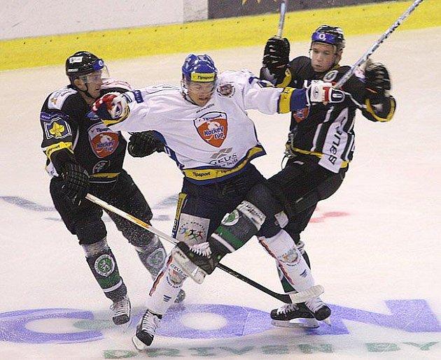 BOJOVNÍK Tomáš Horna (v bílém) se může vrátit do Kladna.