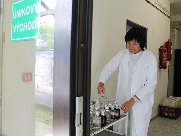 Vedoucí laboratoří Pavla Gálová
