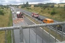 Převrácený kamion u Slaného.