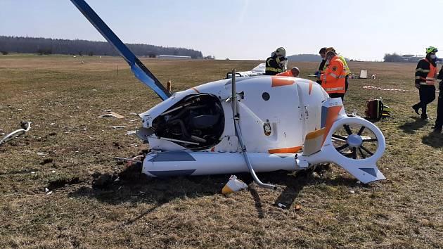 Na letišti Velká Dobrá havaroval vrtulník.