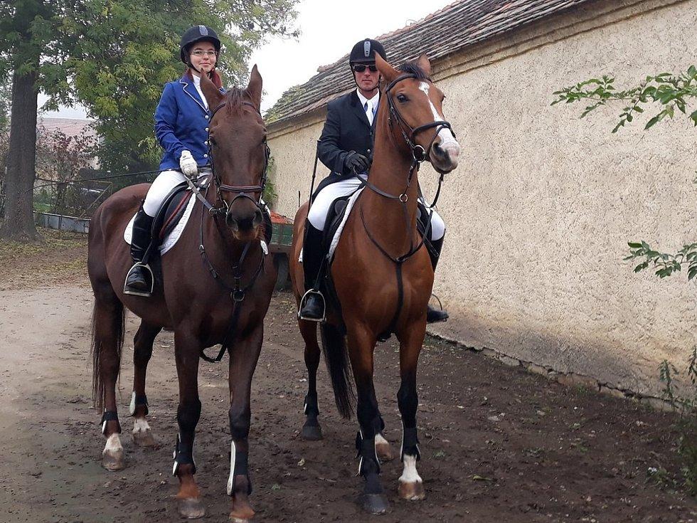 Jiří Hanč je denně v sedle (vpravo) provozuje jezdeckou stáj v Beřovicích, hory ale miluje stejně jako jeho předkové.