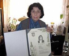 Doktorka Zora Dvořáková na snínku z roku 2009 kdy obdržela Cenu města Kladna