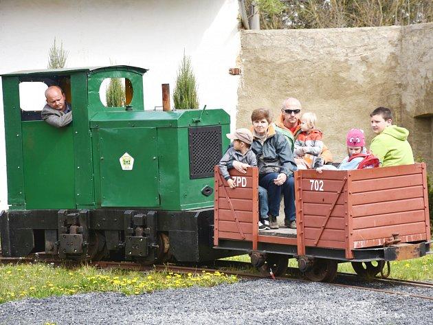 ŽELEZNIČNÍ MUZEUM v Lisovicích u Zlonic slavnostně zahájilo turistickou sezonu. Akci si nenechalo ujít mnoho návštěvníků.