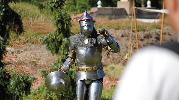 Milovníci středověku si dali dostaveníčko ve tvrzi ve Velké Dobré