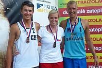 Trio úspěšných kladenských reprezentantů na mistrovství republiky do 22 let ve Slavkově u Brna. Zleva bronzový Jakub Gála, rovněž třetí Tereza Vaňková a stříbrný Štěpán Trojan.