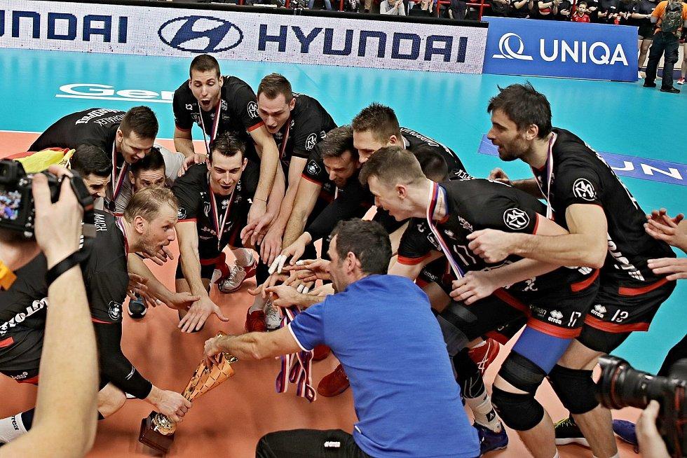 Finále Českého poháru ovládli v  Kutné Hoře volejbalisté Českých Budějovic, kteří přemohli Kladno 3:1.