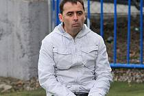 O čem asi přemýšlí zklamaný trenér Kladna Martin Hřídel....? Do utkání s Olomoucí vkládal hodně nadějí.