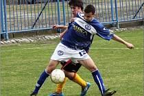 Dorost SK Kladno (v modrém) přejel doma jasně Fotbalovou akademii Praha 4:0.