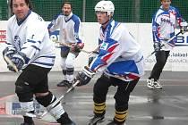 Hokejbalový turnaj hokejových fanklubů v Kladně.
