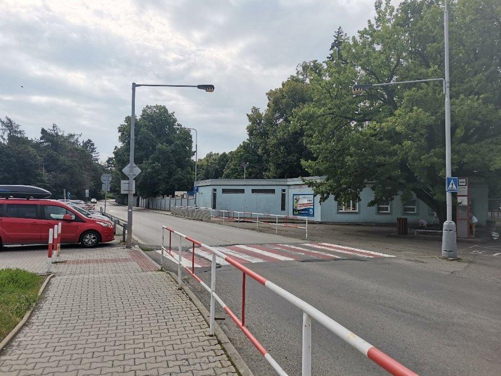 Ke střetu cyklisty s autem došlo u Sletiště při odbočování do ulice Františka Kloze.