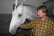 Josef Král je přesvědčen o tom, že o koně v jeho stájích je dobře postaráno.